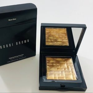Bobbi Brown Highlighting Powder in Moon Glow